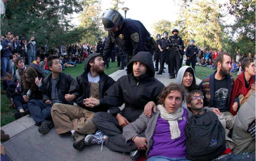 uc-davis-warns-protesters5335