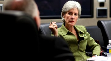 1024px-Kathleen_Sebelius_in_HHS_meeting_4-28-09