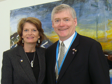 Mead Treadwell huddles with Lisa Murkowski