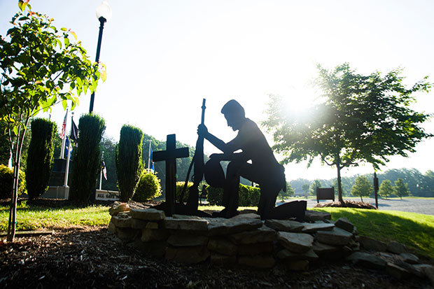 kneeling-soldier-memorial