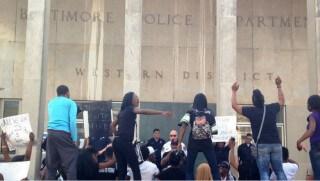 Image credit: Twitter/Baltimore Sun - Protestors