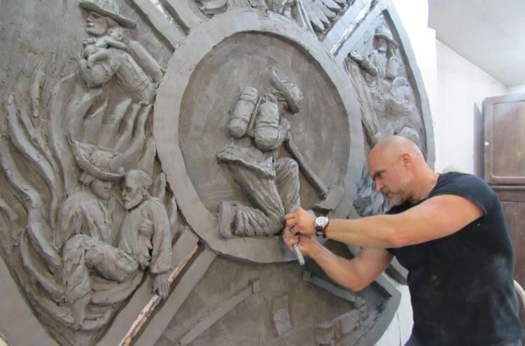 Artist Tim Schmalz works on the Fort McMurray sculpture in his Ontario studio.