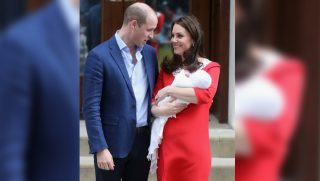 LONDON, ENGLAND - APRIL 23: Prince William, Duke of Cambridge and Catherine, Duchess of Cambridge depart the Lindo Wing with their new born son Prince Louis of Cambridge at St Mary's Hospital on April 23, 2018 in London, England. The Duchess safely delivered a boy at 11:01 am, weighing 8lbs 7oz, who will be fifth in line to the throne.