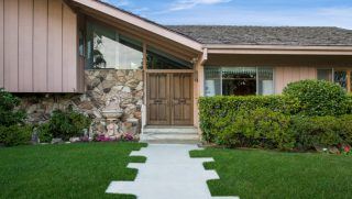The house used for exterior shots of the 'Brady Bunch' is now for sale.