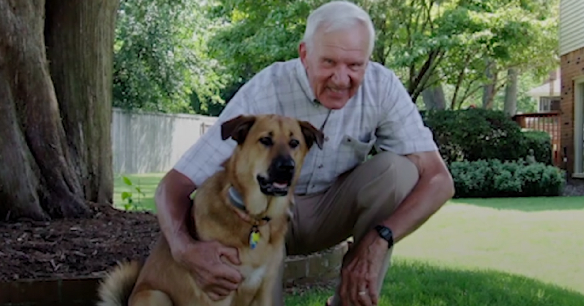 Elderly Man with Alzheimer's Instantly Lights Up Each Time His Favorite Dog Visits