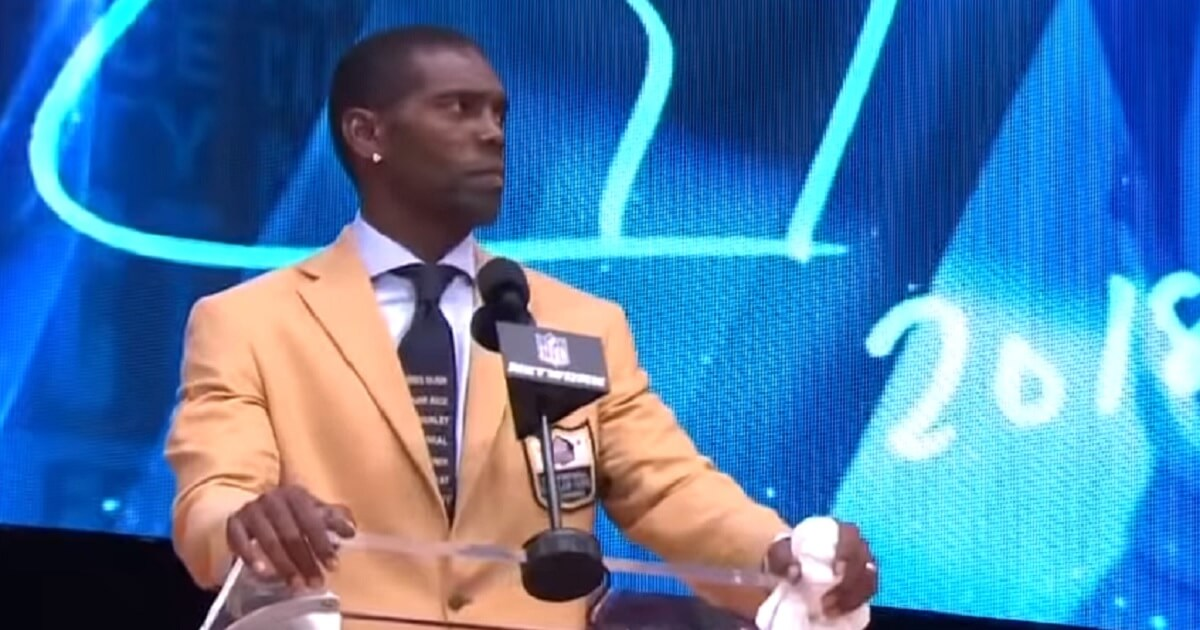 2bb7e8eeb Randy Moss Sneaks  Black Lives Matter  Message on His Tie at Hall of Fame  Induction