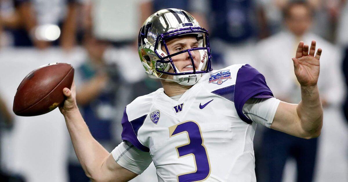Washington QB Jake Browning throws during the 2018 FIesta Bowl
