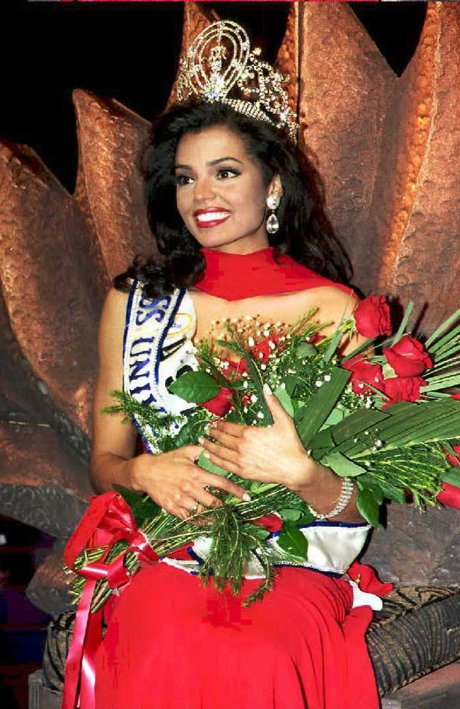 Miss USA, Chelsi Smith is crowned the Miss Universe.