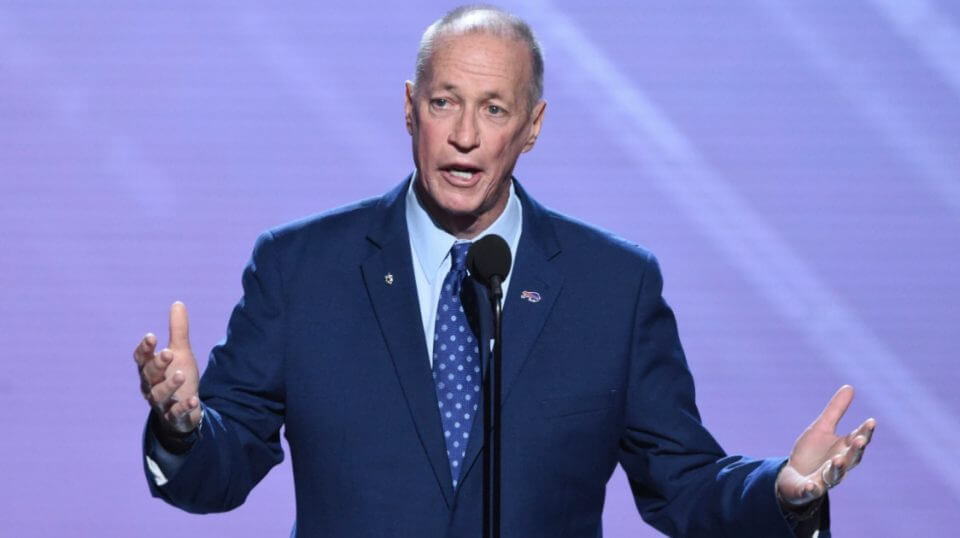 Jim Kelly speaks during the 2018 ESPY Awards.