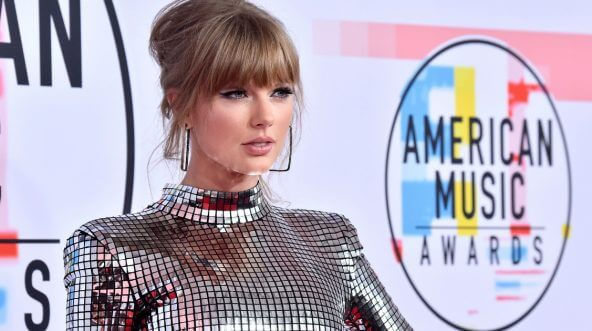 Taylor Swift attends the 2018 American Music Awards