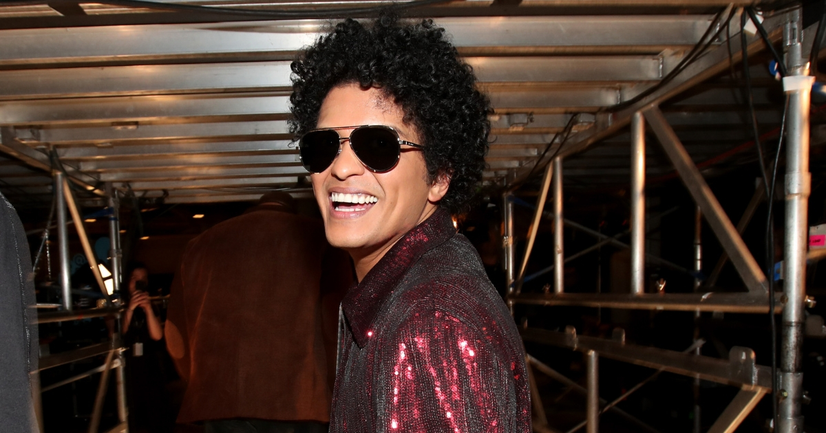 Famous Celeb Bruno Mars Buys Struggling Community 24,000 Thanksgiving Meals