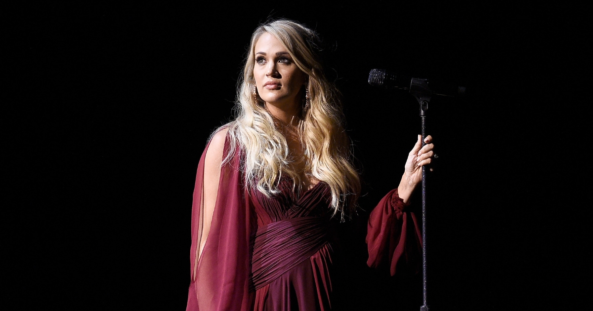 Carrie Underwood Singing