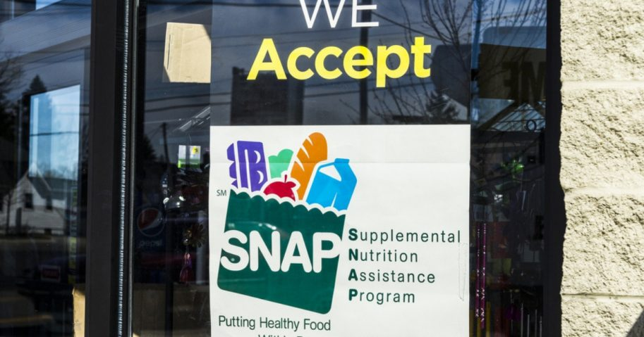 A sign at a grocery store announcing that the store accepts food stamp recipients.
