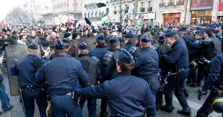 French Police face Palestinian protesters
