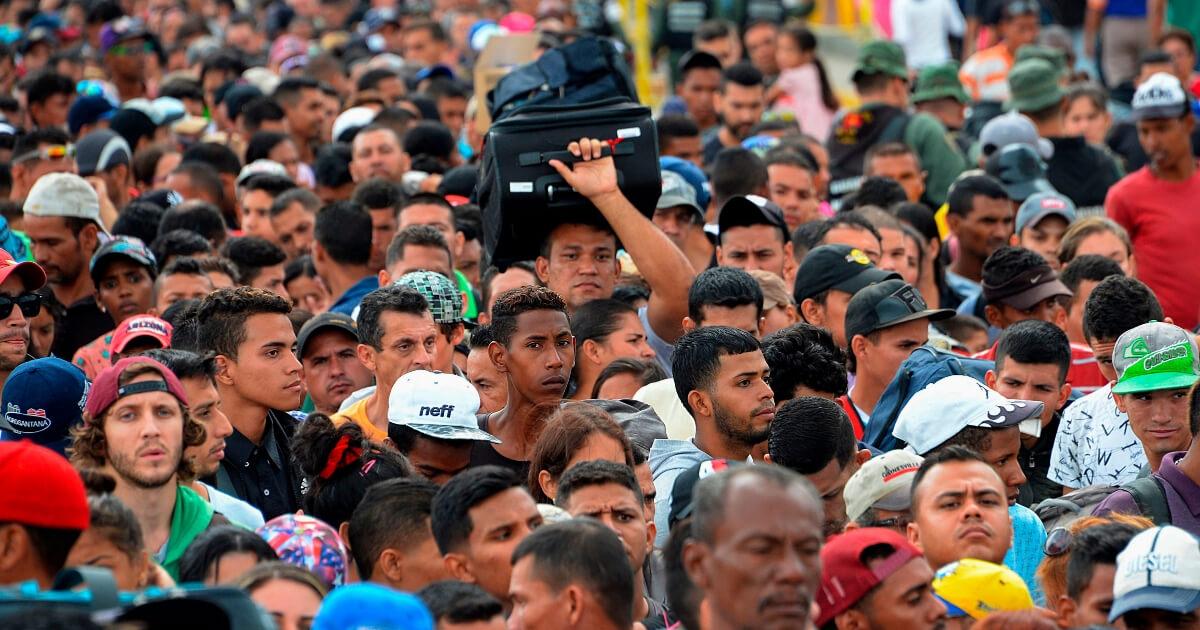 Venezuelan citizens cross the Simon Bolivar international bridge