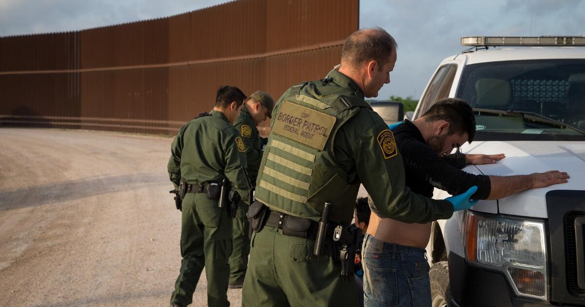 Border Patrol agents apprehend illegal immigrants