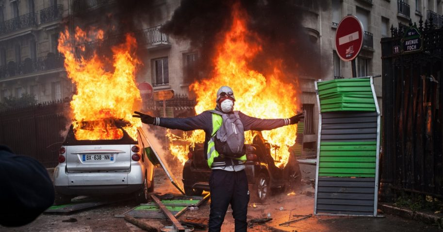 Protesters clashes with riot police