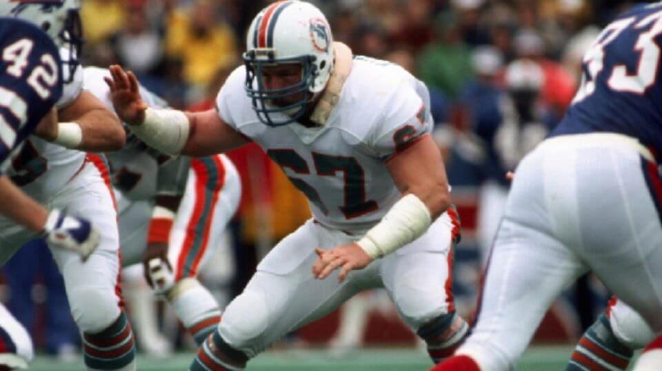 Offensive lineman Bob Kuechenberg #67 of the Miami Dolphins blocks against the Buffalo Bills at Rich Stadium on Nov. 21, 1982 in Orchard Park, New York. Kuechenberg died Saturday athe age of 71.