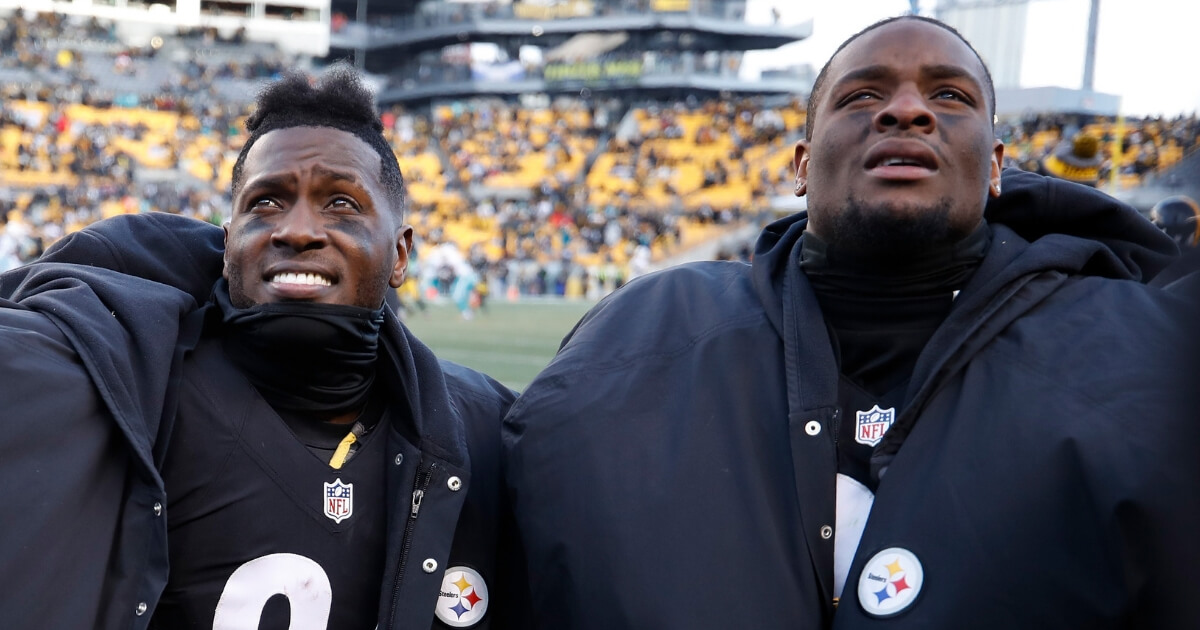 Steelers Make Their Decision on Le'Veon Bell, Not as Clear on Antonio Brown