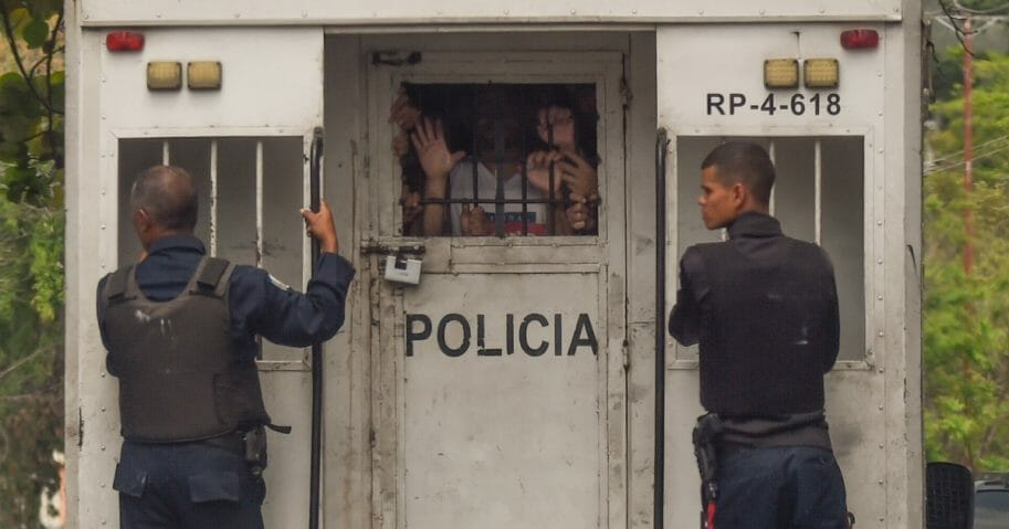 Police agents transport surviving prisoners after police holding cells caught fire in Valencia, northern Carabobo state, Venezuela, on March 29, 2018. A total of 68 people died on Wednesday during an attempted jailbreak in Venezuela after a fire engulfed police holding cells in one of the worst tragedies in years in a notoriously violent and overcrowded prison system.