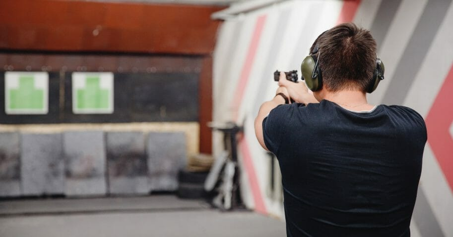 Man shoots at shooting range. (