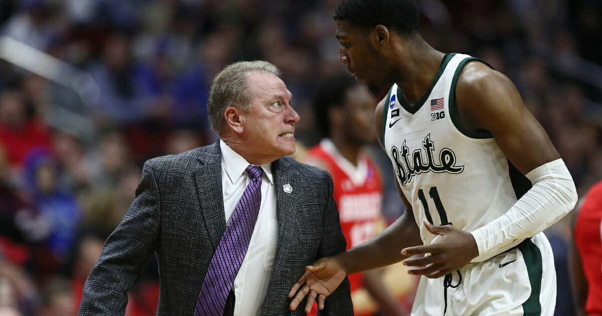 Michigan State coach Tom Izzo glares at Aaron Henry during the Spartans' first-round NCAA Tournament game against Bradley on March 21, 2019, in Des Moines, Iowa.