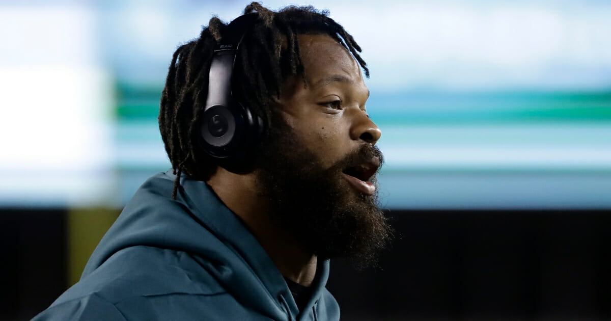 Michael Bennett warms up before the Philadelphia Eagles' game against the Washington Redskins on Dec. 3, 2018.