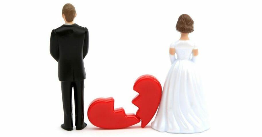 Divorced couple figures