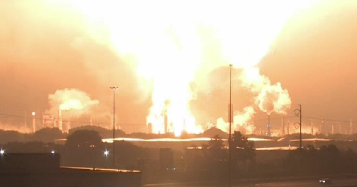 Watch: US Oil Refinery Explodes, Enormous Inferno Seen from Miles Away