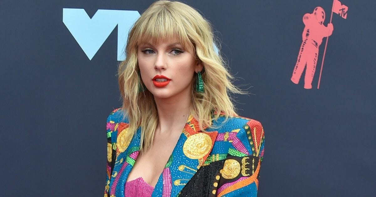 Taylor Swift arrives Monday at the MTV Video Music Awards.