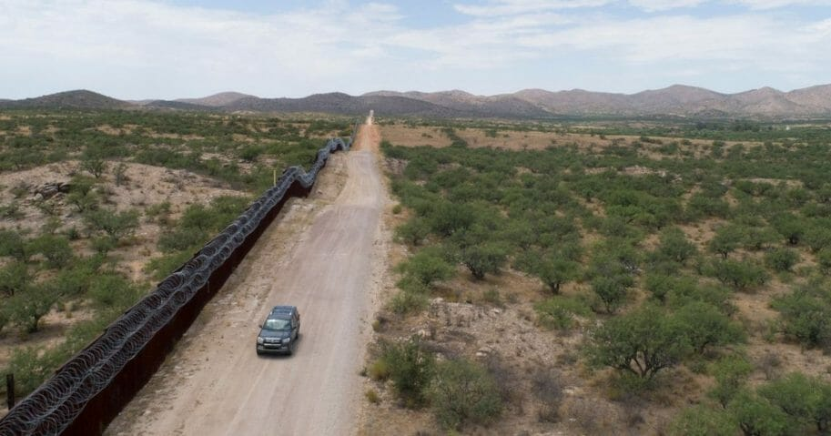 A Green Valley-Sahuarita Samaritans vehicle patrols the border fence in Sasabe, Arizona, on July 14, 2019. - Volunteers of the Green Valley-Sahuarita Samaritans offer humanitarian aid to migrants in the Arizona-Sonora borderlands with Mexico.