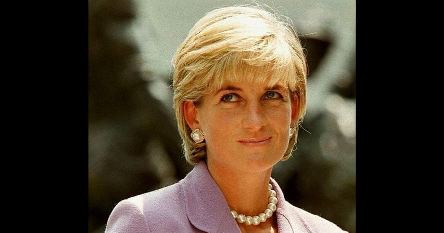 This picture taken 17 June 1997 shows Diana, Princess of Wales, a key volunteer of the British Red Cross Landmine Campaign at Red Cross headquarters in Washington D.C.