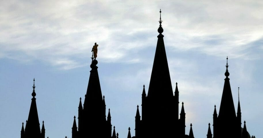 the angel Moroni statue