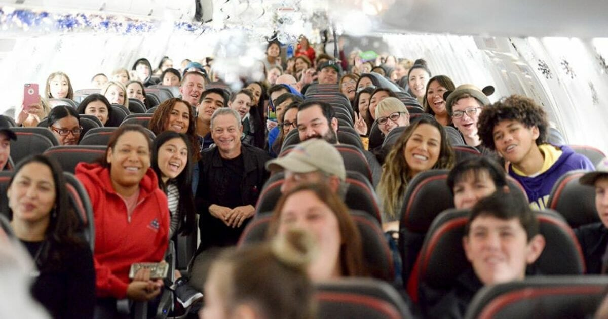 Sinise's 'Snowball Express' Makes Christmas Unforgettable for 1,750 Fallen Military Heroes' Families
