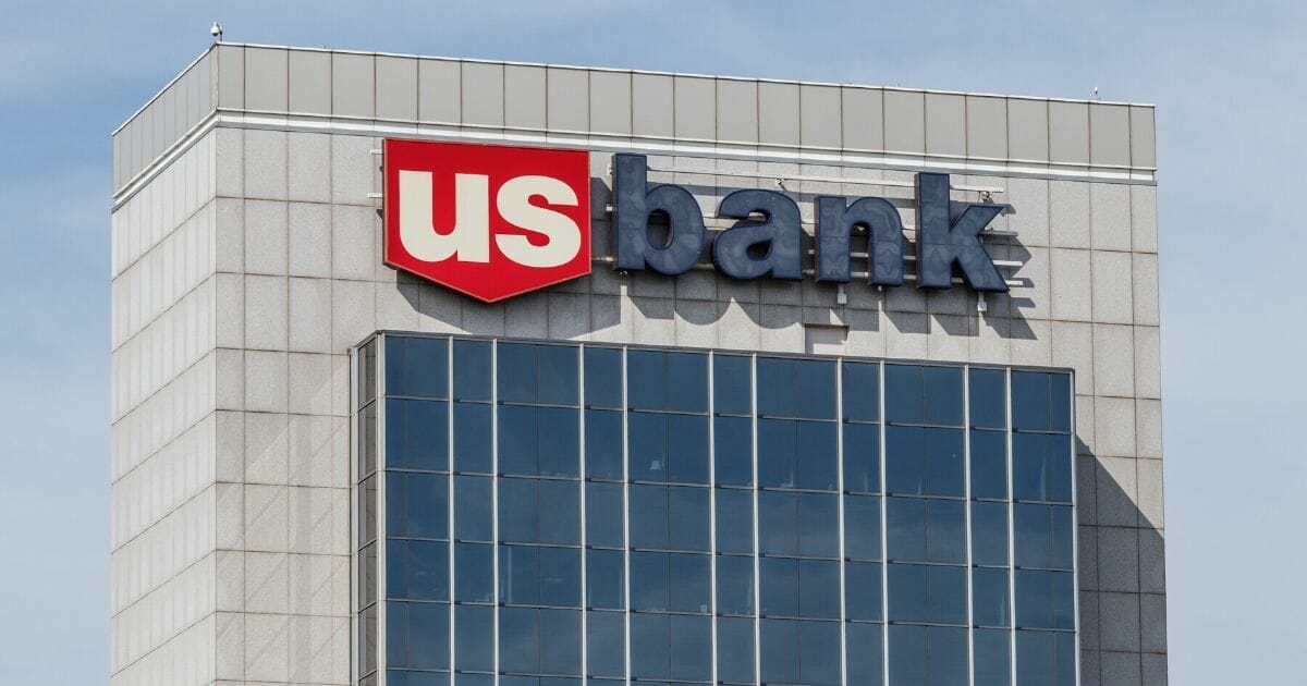 A U.S. Bank employee from Portland, Oregon says she was fired after going above and beyond to help a desperate customer on Christmas Eve.