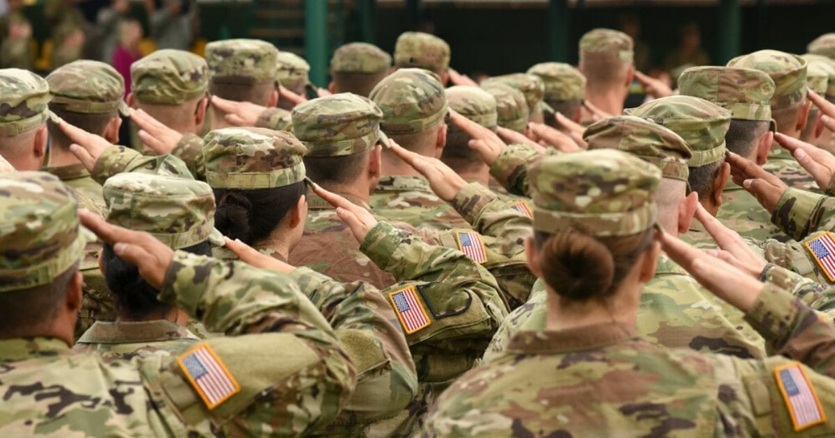 Stock photo of U.S. Army soldiers saluting.