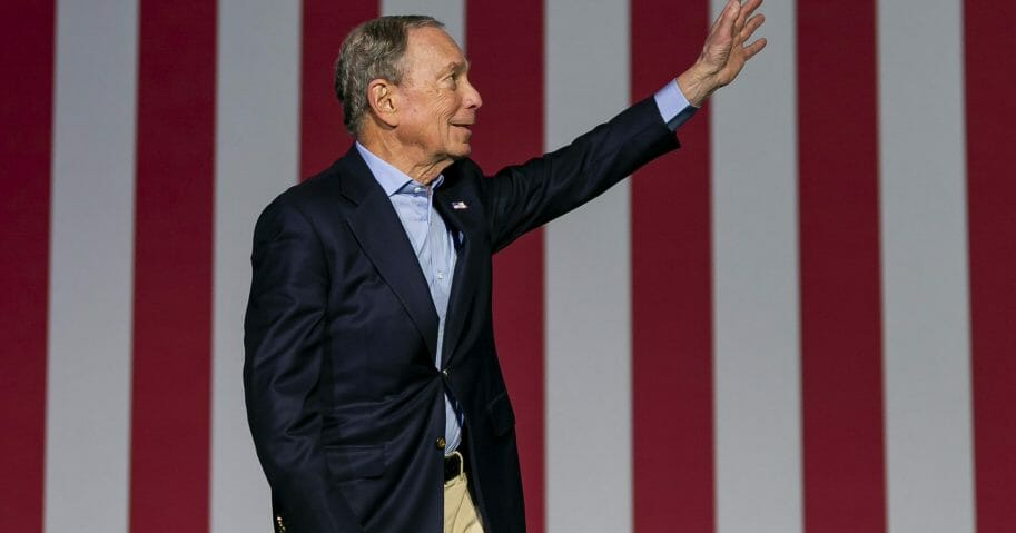 Democratic presidential candidate Mike Bloomberg waves to supporters as he arrives to his campaign rally at the Palm Beach County Convention Center in West Palm Beach, Florida, on March 3, 2020.