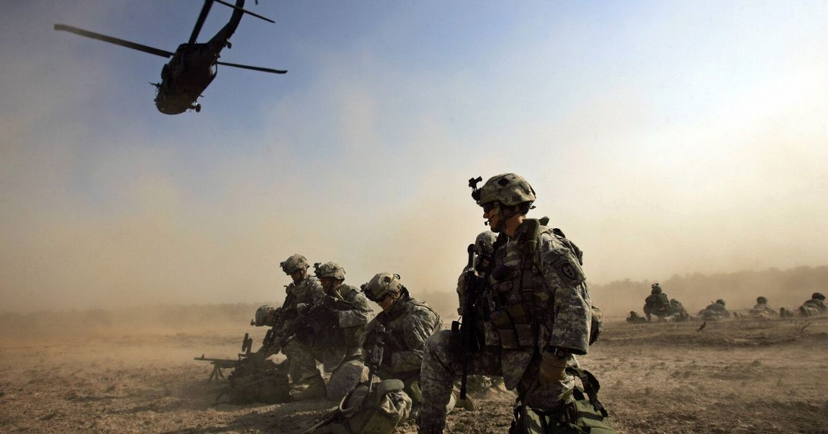U.S. soldiers from 1-501 Para-Infantry Regiment take up positions moments after dismounting of a Blackhawk helicopter at a drop zone south of Baghdad as part of Operation Gecko on Aug. 24, 2007.
