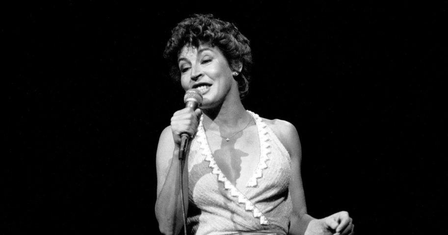 Singer Helen Reddy performs on stage at the Taste of Chicago in Chicago on July 3, 1984.