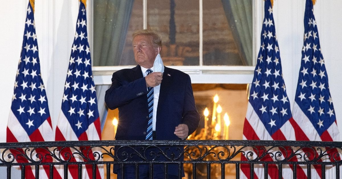 Trump takes off his mask at the White House