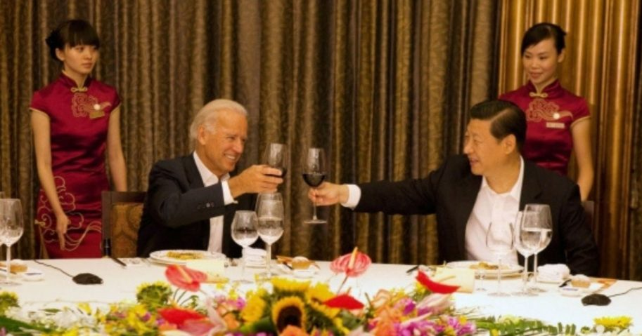 Vice President Joe Biden and Chinese Vice President Xi Jinping have dinner at the Jianjiang hotel in Chengdu, China, Aug. 21, 2011.