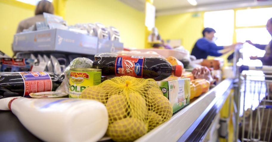 Groceries on a supermarket conveyor belt
