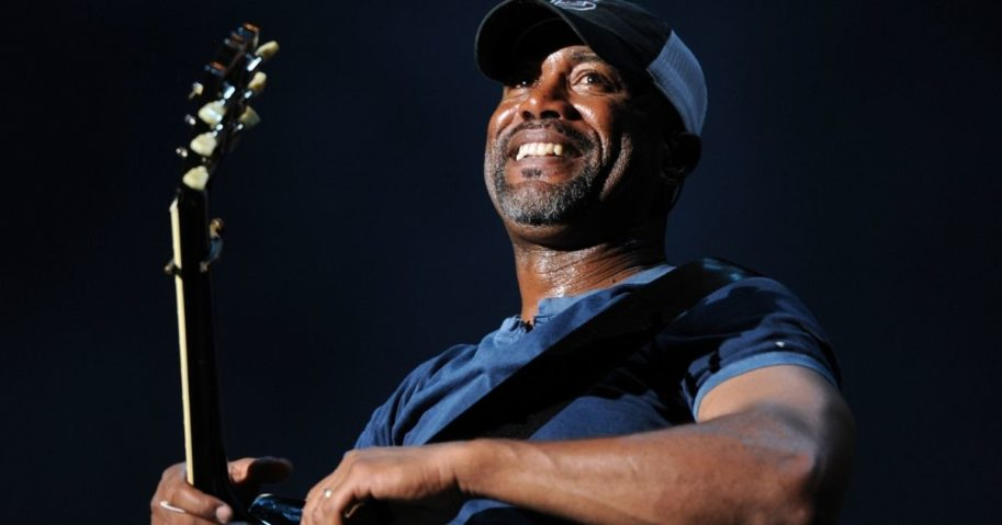 Country music star Darius Rucker recently picked up the tab for all the diners at an IHOP in Mount Pleasant, South Carolina.