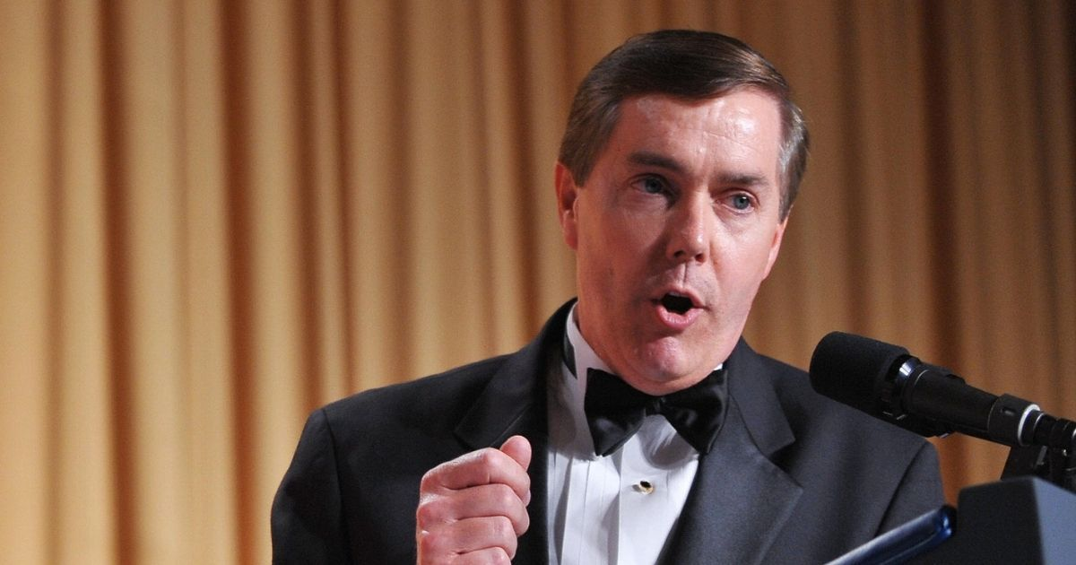Steve Scully speaks at the White House Correspondents Association annual dinner on May 9, 2009 at the Washington Hilton hotel in Washington.