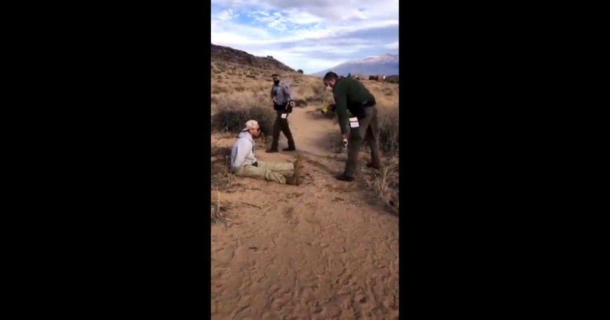 NPS officer tasing a man in Albuquerque on Sunday.