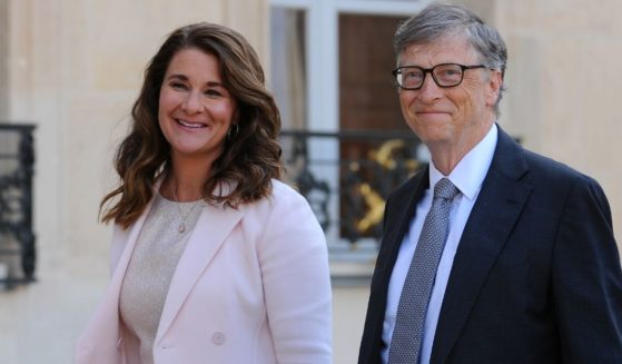 Bill and Melinda Gates arrive at the Elysee Palace in Paris on April 21, 2017.