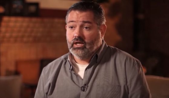 Detective Ali Perez recounts the story of when he saw Jesus during a near-death encounter.