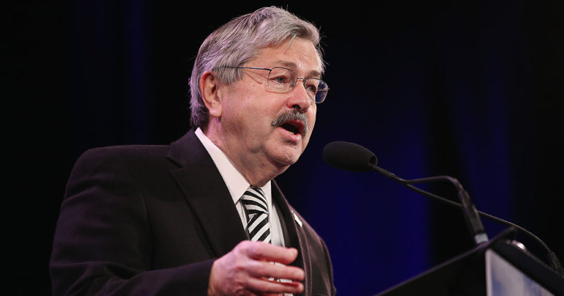 Iowa Governor Terry Branstad speaks to guests at the Iowa Freedom Summit on January 24, 2015 in Des Moines, Iowa.