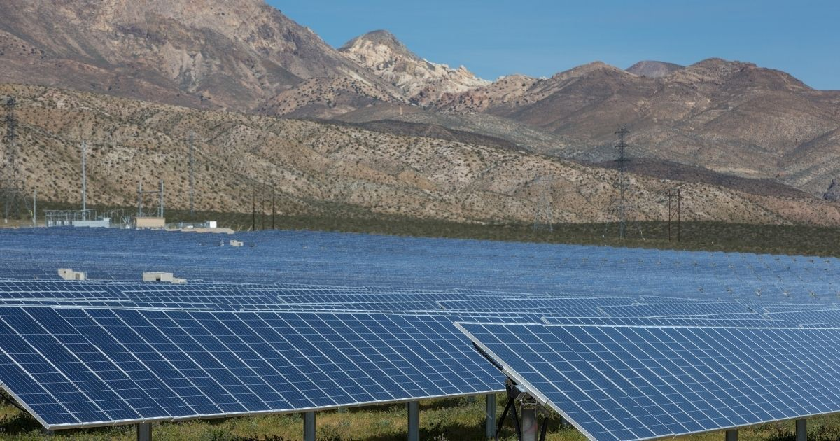 California Caught Off Guard as Sun Sets and Solar Energy Production Tanks, Now Begging for Outside Power to Avoid Blackouts