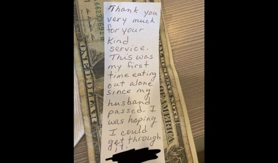A recently widowed customer left behind a heartbreaking note for waitress Megan King.